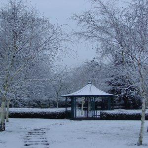 Gazebo-in-the-snow